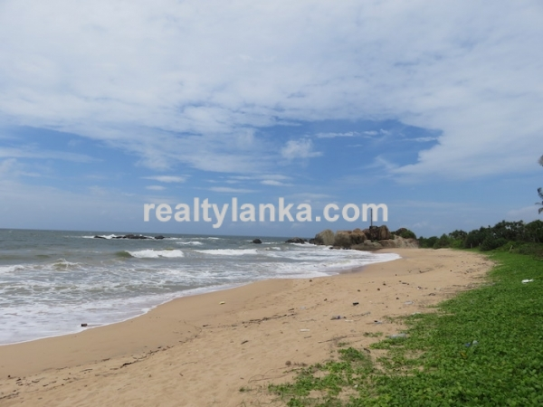 38M Beachfront Property In Balapitiya